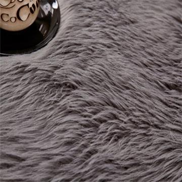 KAIHONG Faux Lammfell Schaffell Teppich (50 x 150 cm) Modern Wohnzimmer Teppich Flauschig Lange Haare Fell Optik Gemütliches Schaffell Bettvorleger Sofa Matte (Grau, 50x150cm) - 3