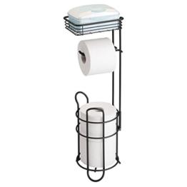 mDesign Toilettenpapierhalter – eleganter Papierrollenhalter aus Metall – WC-Rollen-Halter mit Regal – praktische Aufbewahrung fürs Badezimmer – mattschwarz - 1