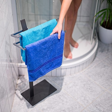 Relaxdays Handtuchständer GRAO H x B x T: 85 x 40 x 20 cm Handtuchhalter stehend mit 2 Armen & verchromten Handtuchstangen in Edelstahl Optik, moderner Badetuchhalter elegant und stilvoll, anthrazit - 2