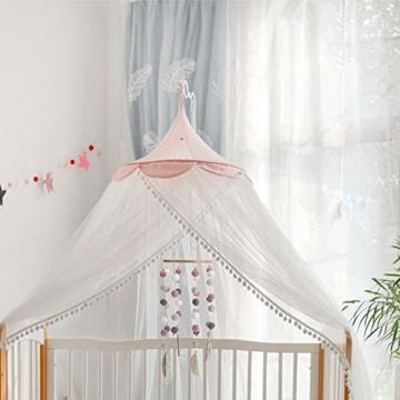 Mobile mit Filzbällen und Federornamenten, zum Aufhängen über dem Kinderbett. - 2