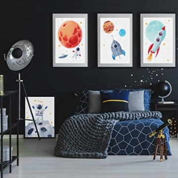 Pandawal Wandbilder Kinderzimmer/Babyzimmer Bilder für Junge und Mädchen Astronaut/Planeten 4er Poster Set Weltraum Deko (P1) im DIN A3 Format… - 2