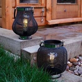 batteriebetriebene Designobjekt Metall Laterne, schwarz – mit Retro-Glühdraht LED Birne in warmweiß – TIMER-Funktion – von Festive Lights (A+B Kolben- & Globusform) - 1