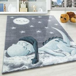 Kinderteppich Motiv niedliche Dinosaurier Sterne und Mond Blau Grau Weiß Farben, Größe:120x170 cm, Farbe:Blau - 1